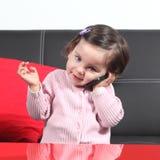 Toevallige baby op de telefoon Stock Afbeeldingen