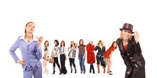 Toevallige geklede meisjes Stock Afbeeldingen