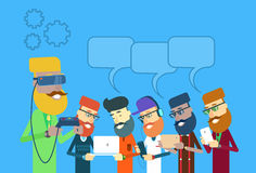 Toevallige Man Group-Greeplaptop, Tablet, Slimme Telefoon, de Verre Bel van het de Glazenpraatje van de Consoleslijtage Digitale Stock Afbeelding