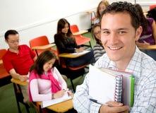 Toevallige student in een klaslokaal Stock Foto
