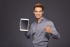 Toevallige Zakenman Looking bij een tablet, royalty-vrije stock afbeelding