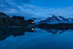 Toevluchtsoord 2352m, Massief du Mont Blanc van lakblanc stock foto