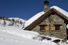 Toevluchtsoord op de alpen Stock Afbeelding