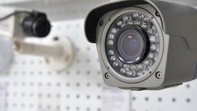 Toezichtcamera op de achtergrond van de tweede camera Royalty-vrije Stock Fotografie
