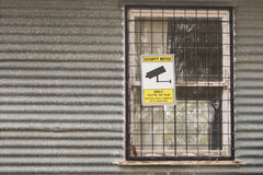 Toezichtcamera's in de waarschuwing sig van het 24 Uurgebruik Stock Foto's