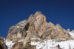 Tofana di Rozes över en blå himmel i vintern, ` Ampezzo, det för Cortina D fotografering för bildbyråer