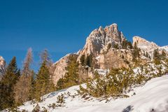 Tofana di Rozes sopra un cielo blu nell'inverno, ` Ampezzo, della cortina D Fotografia Stock Libera da Diritti