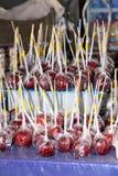 Toffee μήλα στην πώληση στο στάβλο Στοκ Εικόνα