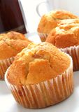 Toffeemuffins mit Kaffee Lizenzfreies Stockfoto