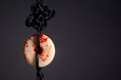 Tofs av det Tai Chi svärdet på den svarta bakgrunden Royaltyfria Foton