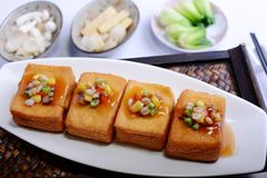Tofu με το μικτά λαχανικό και το καλαμπόκι στοκ φωτογραφίες με δικαίωμα ελεύθερης χρήσης