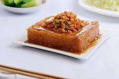 Tofu με το μικτά λαχανικό και το καλαμπόκι στοκ εικόνα