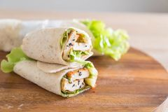 tofu ρόλος σαλάτας περικαλυμμάτων Στοκ εικόνα με δικαίωμα ελεύθερης χρήσης