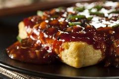 Tofu arrostito organico sano con la salsa di aglio piccante immagine stock libera da diritti