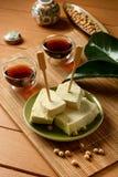 Tofu in cubi - alimento vegetariano fatto con i semi della soia Fotografie Stock Libere da Diritti