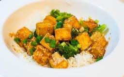 Tofu do mel do pimentão com arroz e brócolis Fotografia de Stock Royalty Free
