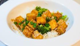 Tofu do mel do pimentão com arroz e brócolis Imagem de Stock Royalty Free
