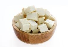Tofu em uma bacia de madeira isolada Imagens de Stock Royalty Free