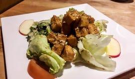Tofu en appelsalade stock afbeelding