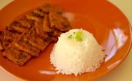Tofu en rijst met een zoete saus 2 Stock Afbeeldingen