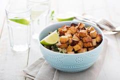 Tofu fritto scalpore in una ciotola fotografie stock