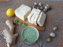 Tofu in grünem Nesseln Tempura, vegetarisches Lebensmittel kochend Lizenzfreies Stockbild