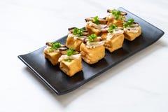 Tofu grelhado com cogumelo de Shitake e o cogumelo dourado da agulha fotografia de stock royalty free
