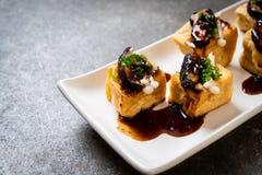 Tofu grelhado com cogumelo de Shitake e o cogumelo dourado da agulha imagem de stock