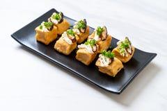 Tofu grelhado com cogumelo de Shitake e o cogumelo dourado da agulha foto de stock royalty free