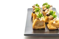 Tofu grelhado com cogumelo de Shitake e o cogumelo dourado da agulha imagens de stock royalty free