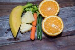 Tofu och haricot vert med morötter och selleri Arkivfoto