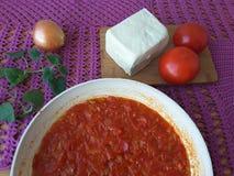 Tofutomaten-Zwiebelmelisse, kochend für eine Pflanzenkost Lizenzfreie Stockfotografie