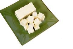 Tofuwürfel mit grüner Platte Lizenzfreie Stockfotos