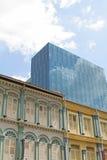 Tog passato e moderno di architettura della costruzione di affari Immagine Stock