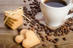 toget чашки кофе, фасолей и печенье-сердец родственное Стоковые Изображения