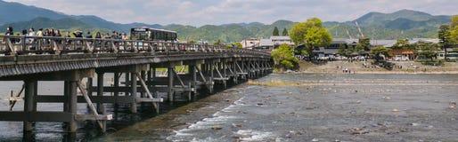 Togetsu-kyo, le pont de croisement de lune dans Arashiyama image libre de droits