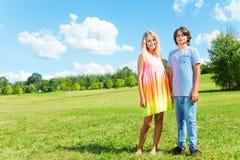 Toggether мальчика и девушки Стоковое Фото