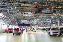 Taller con los nuevos coches de Lada Kalina Imagenes de archivo