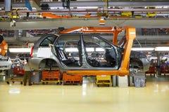 Corpo dos automóveis de passageiros na fábrica de Avtovaz fotos de stock royalty free