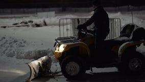 TOGLIATTI, RÚSSIA - 6 DE JANEIRO DE 2017: inverno, a rota para karting Pelo espaço livre especial do carro a rota para uma raça video estoque