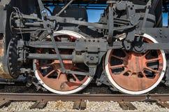 Togliatti, Russland - Räder von einer Dampfmaschinenlokomotive lizenzfreies stockfoto