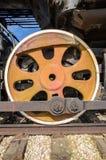 Togliatti, Russland - Räder von einer Dampfmaschinenlokomotive stockfotografie