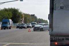 Togliatti Ryssland - 14 september 2018 skadlig trafik för olycksbil krasch fotografering för bildbyråer