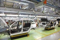 Organismen van nieuwe personenauto's bij fabriek Avtovaz stock fotografie