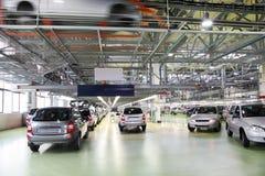 Officina con le nuove automobili di Lada Kalina Fotografia Stock