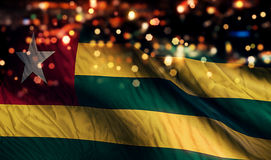 Togo National Flag Light Night Bokeh abstrakt begreppbakgrund Royaltyfria Bilder