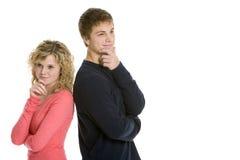 Togther de pensamento dos pares adolescentes atrativos Fotografia de Stock Royalty Free