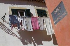 Toile à la fenêtre dans Alfama Photo stock