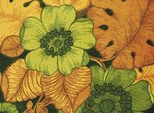 Toile avec le feuillage orange et les fleurs vertes images stock