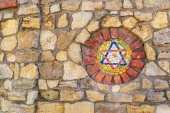 ?toile de David de mosa?que sur le mur en pierre images libres de droits